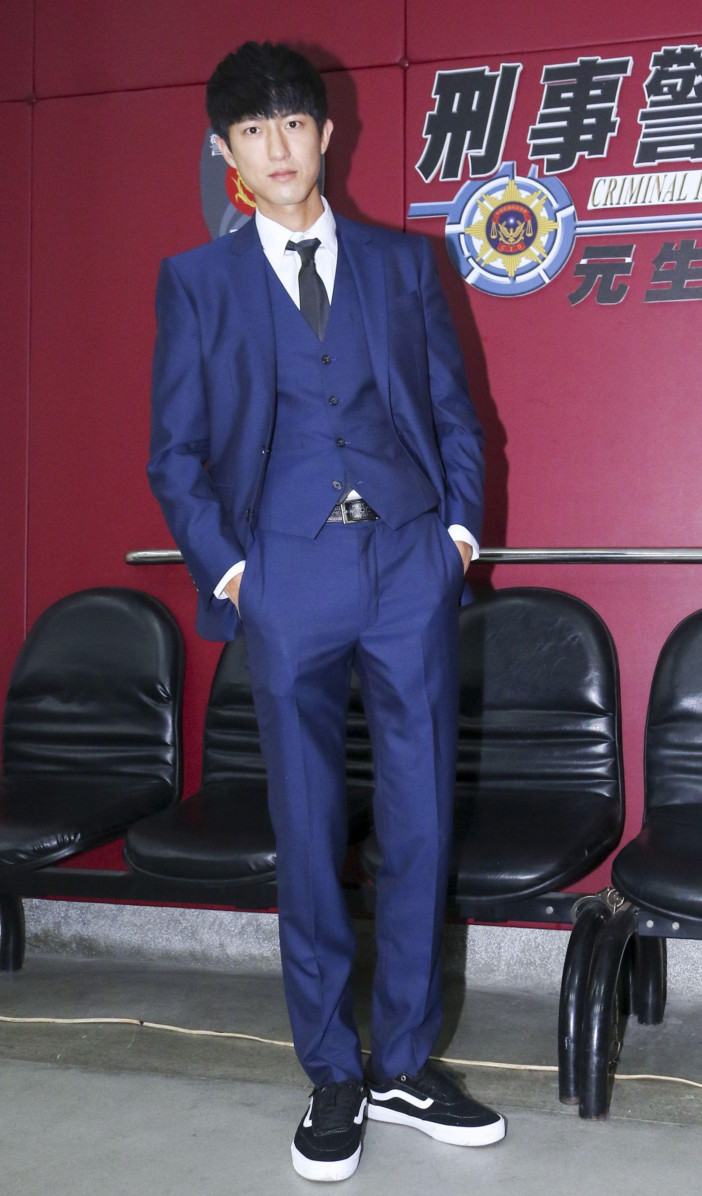 三立新八點華劇「必勝大丈夫」劇中警局片場採訪,飾演律師鄧子澄的邱昊奇。(記者林士傑/攝影)