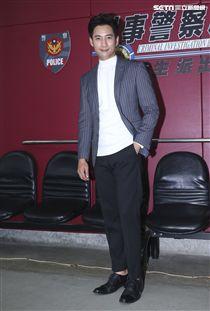 三立新八點華劇「必勝大丈夫」劇中警局片場採訪,飾演西服總經理許明陸的周孝安。(記者林士傑/攝影)