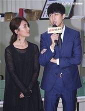 三立新八點華劇「必勝大丈夫」劇中警局片場採訪。(記者林士傑/攝影)
