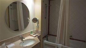 浴室、鏡子、水龍頭(圖/Pixabay)