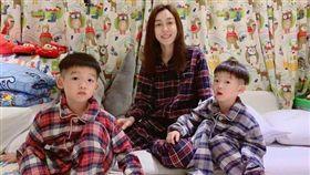 范瑋琪跟雙胞胎兒子飛飛、翔翔。臉書