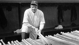 ▲貝比魯斯(Babe Ruth)轉任打者後擊出714支全壘打。(圖/翻攝自推特)