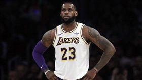 NBA/勇士員工竟害受傷詹皇繞遠路 NBA,洛杉磯湖人,LeBron James,受傷,金州勇士 翻攝自推特