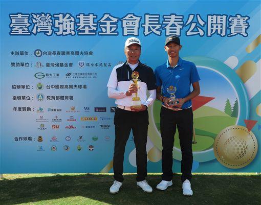 呂文德(左)與王偉軒分獲職業及業餘組冠軍。(圖/TSPGA提供)