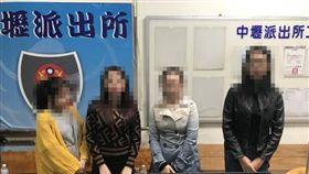 4名越南落跑女團員主動前往中壢派出所投案(翻攝畫面)
