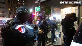 高姓毒販遭警方盯上後,竟躲進新莊伊吉邦社區大樓(翻攝畫面)