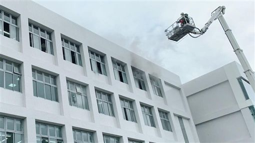台北,濱江街,LEXUS,火警。翻攝畫面