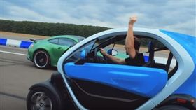 Mercedes-AMG GT R VS Renault Twizy(圖/翻攝網路)