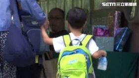 媽媽騎車載孩子飆去學校,結果竟把孩子丟包早餐店。(圖/資料照)