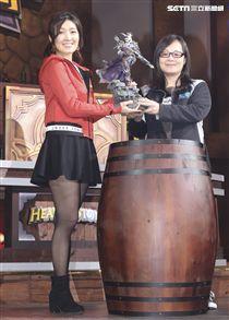 2018「爐石戰記」全明星賽社群之夜,直播主小魚獲得冠軍。(記者林士傑/攝影)