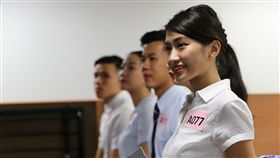 台灣虎航招募空服員(2)台灣虎航1日在台北招考空服員,考生在考場上露出親切的微笑,展現出優雅的談吐與自信,希望凸顯自己的競爭優勢順利錄取。中央社記者張皓安攝 107年12月1日