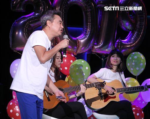 陳昇跨世代飆唱25個跨年,豪氣回:大叔活龍一尾繼續嗨唱。(記者邱榮吉/攝影)