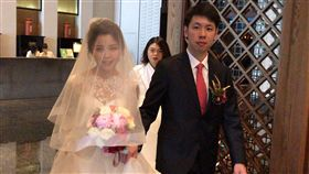 賴清德長子低調完婚(1)行政院長賴清德的長子賴廷與(右)30日在台南迎娶新娘,在晶英酒店的宴席也只有邀請雙方少數親友。中央社記者楊思瑞攝 107年12月30日