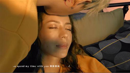 謝和弦、Keanna、扣嫂、我不是白馬王子MV/YouTube
