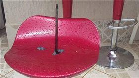 高腳椅,鐵支,支撐住,插出,巴西,聖誕節,穿體,死亡 圖/翻攝自臉書