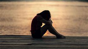 女孩、憂鬱示意圖/pixabay