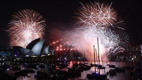 全球迎跨年 雪梨創紀錄煙火秀揭序幕 (圖/翻攝自推特)