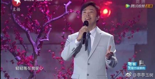 費玉清封麥前最後一次跨年演出在上海東方電視台。