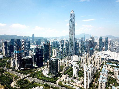 中國房價飆升  深圳10年漲逾5倍陸媒報導,如果10年前投資中國大陸股市,現在可能一毛未賺;但如果投資房市,回報令人豔羨,其中以深圳市(圖)漲幅超過5倍居冠。(中新社提供)中央社  108年1月1日