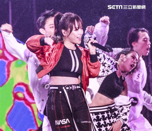 2019臺北市政府跨年晚會演唱嘉賓安娜。(記者林士傑/攝影)