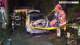 睡到一半轎車突起火! 駕駛被燒到驚醒送醫