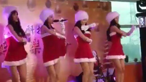 4正妹一開唱就脫 超狂餐會!科技廠讓網友想跳槽(圖/翻攝自JKF紅燈區2.0臉書)