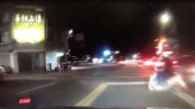 行車記錄器,爆料公社,車禍,騎士,闖紅燈。翻攝爆料公社