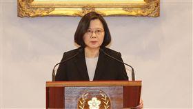 蔡總統重申絕不接受一國兩制對於中國國家主席習近平發表所謂「告台灣同胞書」40週年紀念談話,總統蔡英文(圖)2日下午召開記者會表示,從未接受九二共識,並重申台灣絕不會接受一國兩制,絕大多數台灣民意也堅決反對一國兩制,這也是台灣共識。中央社記者郭日曉攝 108年1月2日