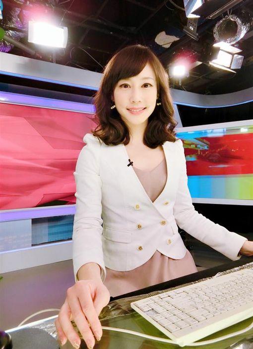 吳宇舒專業的主播形象深植人心。(圖/翻攝自臉書)