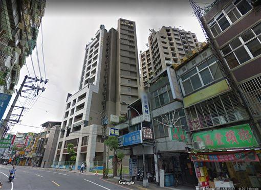 中和員山路上的「嘉泉名璽」(圖/翻攝自Google Map)