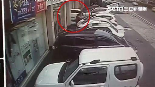 彰化轎車撞藥妝賣場(寶雅)
