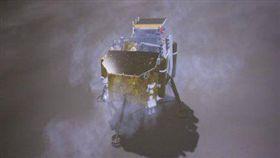 人類首訪月球背面!嫦娥四號成功著(圖/翻攝自微博)