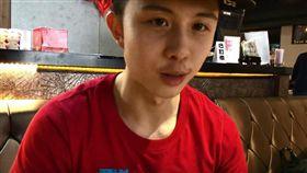 18歲的孫安佐積極的拍片走健身與動漫網紅路線。(圖/翻攝自YouTube)