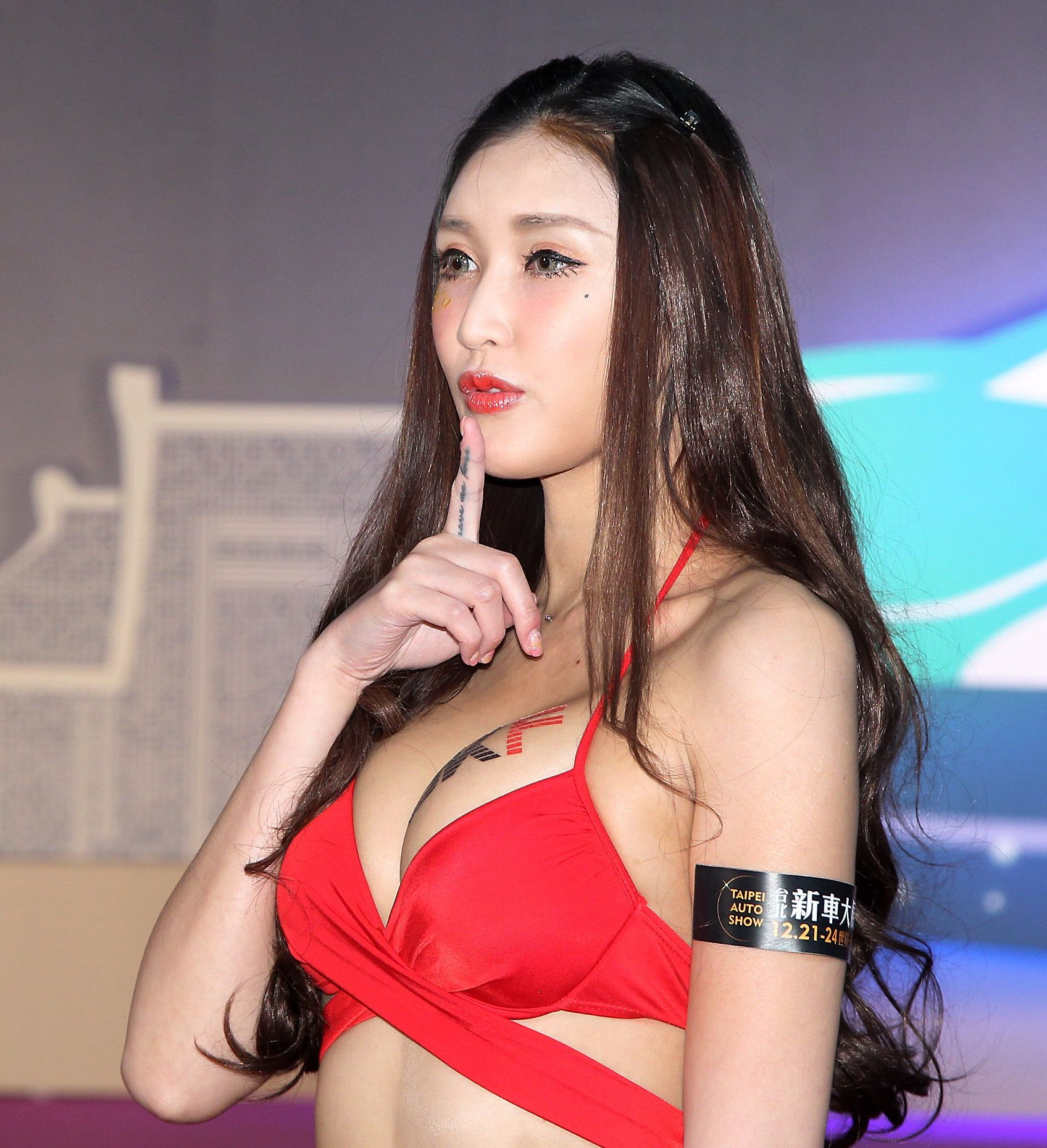 性感火辣車模哈倪萱。(記者邱榮吉/攝影)