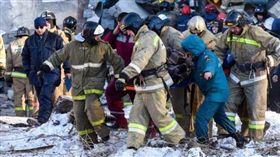 俄羅斯,公寓爆炸倒塌,男嬰幸運獲救(圖/翻攝自推特)