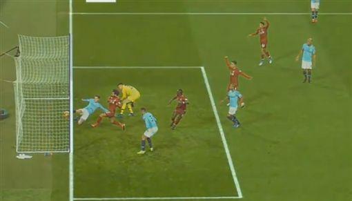 ▲利物浦被收回的進球。(圖/取自YouTube畫面)