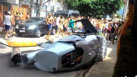 禍從天降!巴西男子新年第一天遭逢不幸 遭直升機砸死(圖/翻攝自MailOnline)
