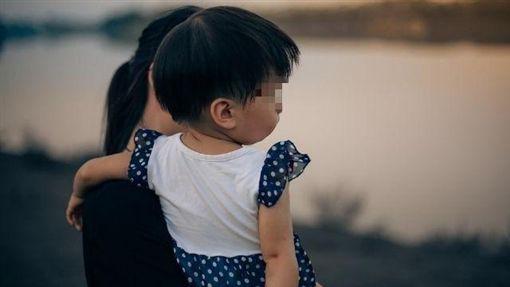 小孩躺地哭鬧就說媽媽壞壞!長輩神回「他們聽不懂」母氣到累(圖/PIXABAY)