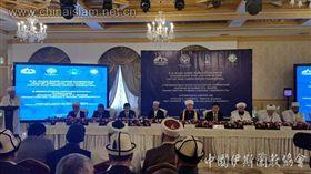 新疆再教育營持續引發國際關注,中國官方5日與8個伊斯蘭教協會代表會面後,通過一項5年計畫,旨在將伊斯蘭教中國化。半島電視台指出,這是北京改寫宗教實踐的最新措施。(圖/翻攝自中國伊斯蘭教協會)