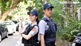 周曉涵、梁正群在《必勝大丈夫》飾演警察。