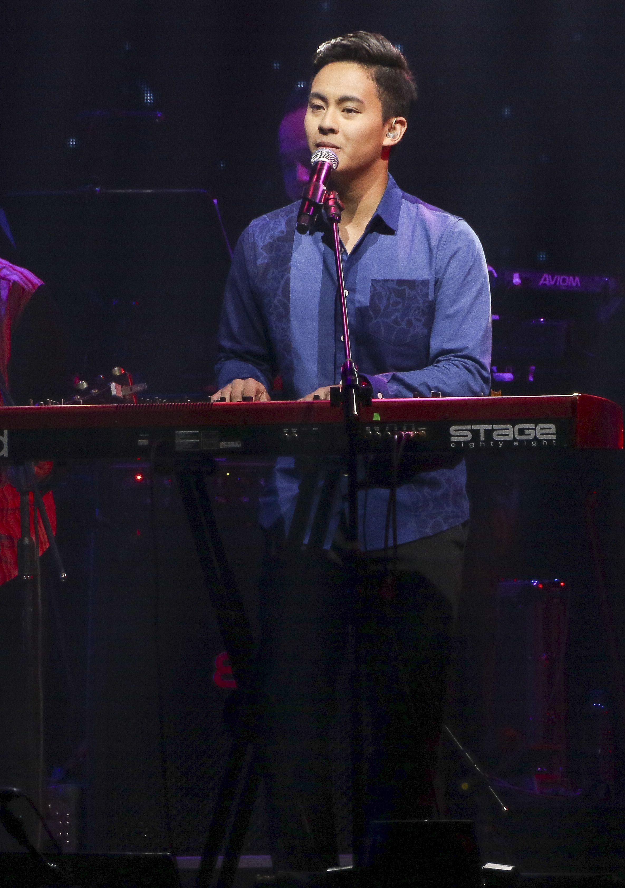 歌手黃品源舉辦「星火燎源巡迴演唱會」獻唱多首經典曲目,兒女相約前來助陣。(記者林士傑/攝影)