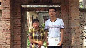 北京大學學生展振振去年底參加毛澤東紀念活動後被捕,今(7)日更遭退學。(圖/翻攝自hu_jia推特)