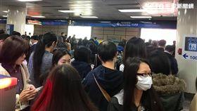 北捷西門站塞爆!板南線列車異常 1400人被請下車 圖/民眾提供