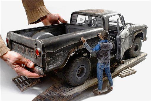 ▲手工打造1961 DODGE D100皮卡模型車。(圖/翻攝網站)