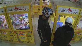 基隆,夾娃娃機,電視搖控器,電波,竊盜,干擾(圖/翻攝畫面)