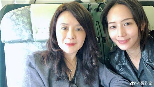 張鈞甯與母親同遊香港。(圖/翻攝自張鈞甯微博)