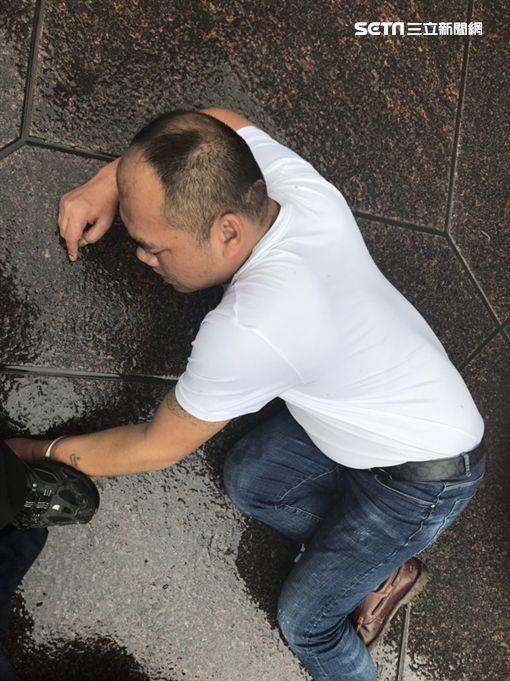大陸竊盜集團前往101扒竊日籍觀光客遭活逮,訊後全依竊盜罪移送法辦(翻攝畫面)