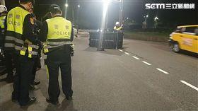 台北市自強隧道發生重大車禍,女騎士遭遊覽車輾斃(讀者提供)