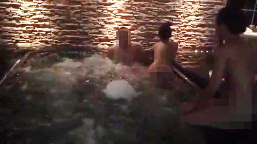 范筱梵,王柏森,3P,泰國,招待所,正妹,鴛鴦浴。翻攝畫面