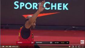 ▲老將卡特重返多倫多出賽,全場球迷起立鼓掌致意。(圖/翻攝自YouTube)